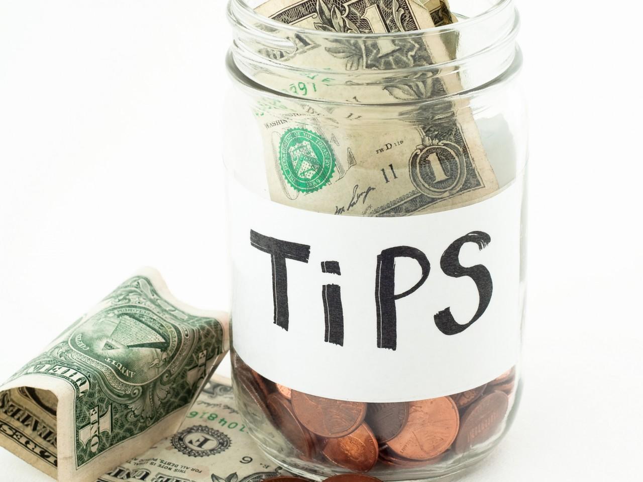 Tipping in Dubai   Etiquette in Dubai   The Vacation Builder